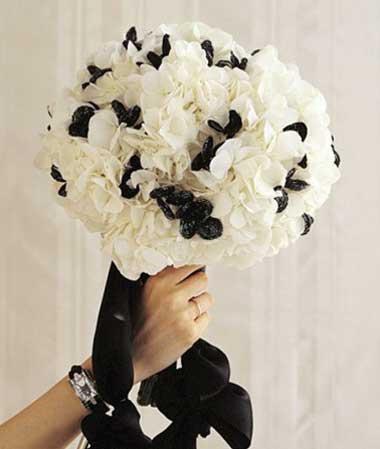 Черно белый букет невесты