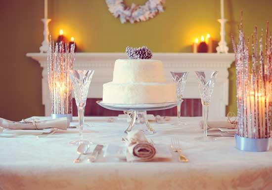 Свадьба с камином в доме зимой