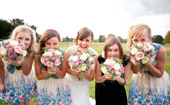 Наряд подружек невесты на весенней свадьбе