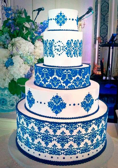 Бело синий свадебный торт