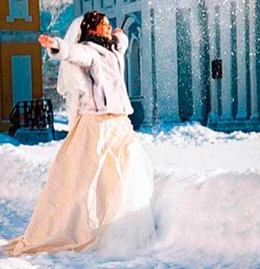 Невеста на зимней свадьбе