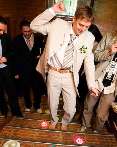 Жених весело выкупил невесту