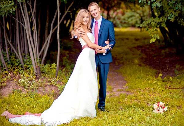 Жених и невеста в клипе