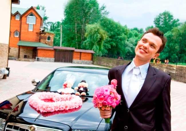 Жених на свадьбе и выкуп невесты