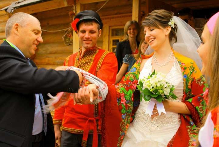 Конкурсы на свадебном выкупе в деревне