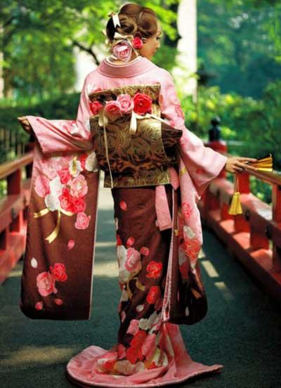Красивый японский наряд невесты