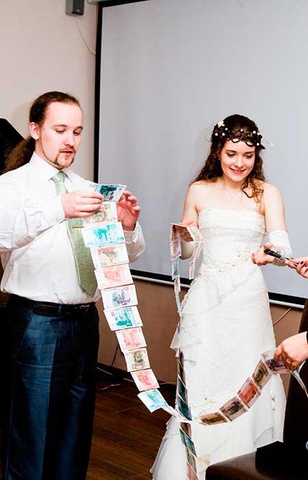 оригинальное поздравление на свадьбу с переодеваниями вязаном