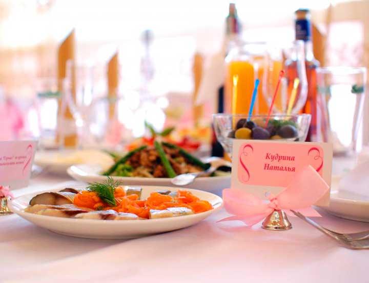 Свадебный стол алкогольной свадьбы