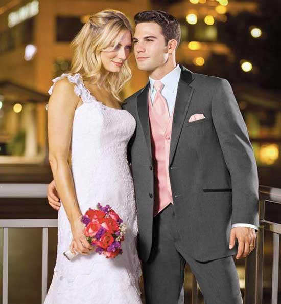Жених в своем наряде лучше всего подходит для невесты