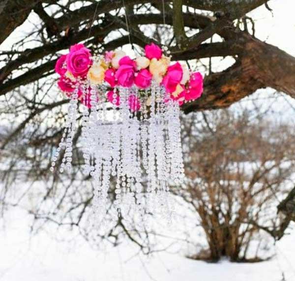 Гирлянды и люстры на свадебном банкете