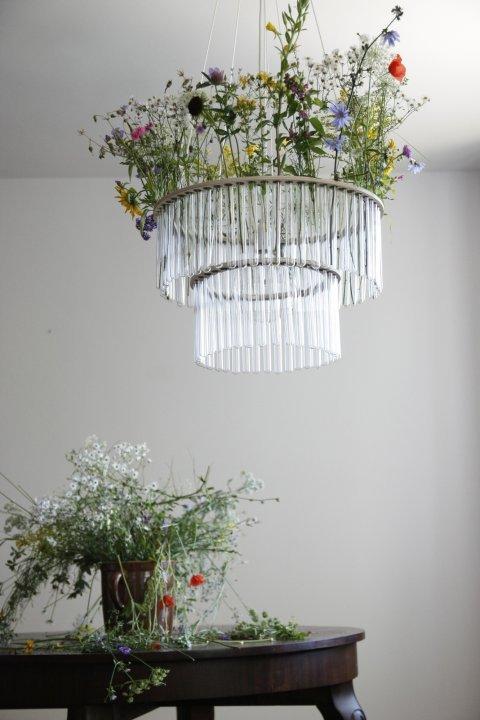 Живые цветы и пробирки