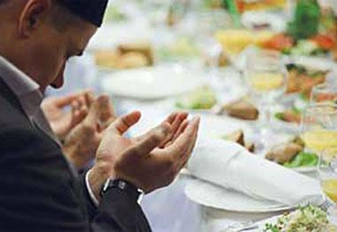 Стол и молитвы на масульманской свадьбе