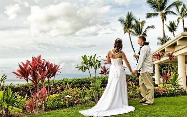 образы молгодоженов для гавайской свадьбы