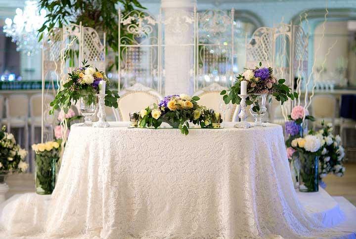 Оформление стола цветами
