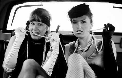 Подружки ганстеров в авто