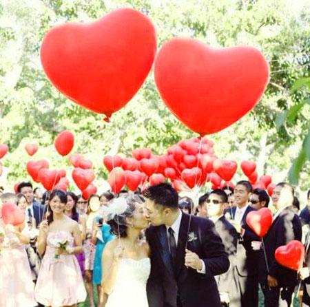 Надувные красные шары в виде сердец