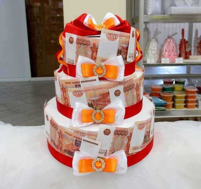 Деньги в виде торта