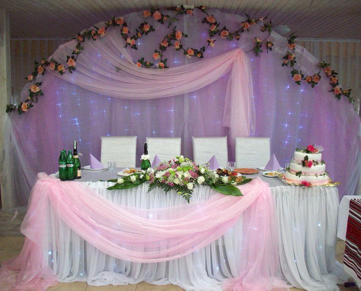 Украшение зала в фиолетовом цвете