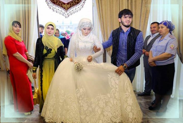 Чеченскую невесту собирают на свадьбу