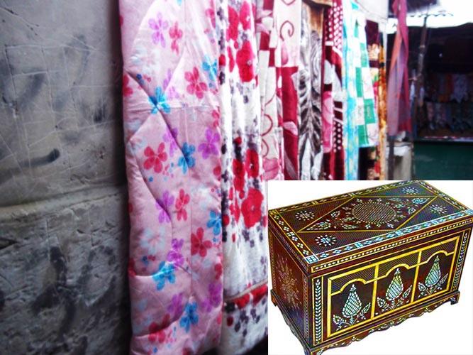 Одеяла, ткани и сундук для приданого