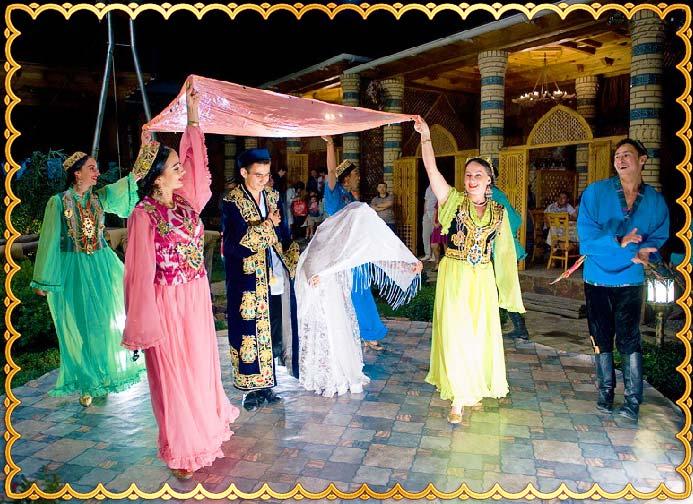 Узбекские молодожены возвращаются домой