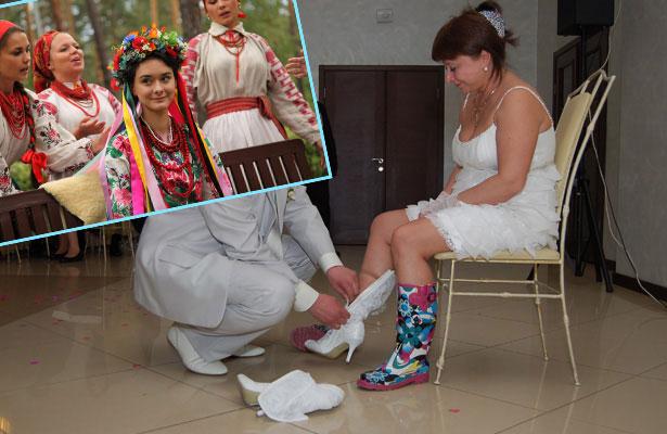 Обряд надевание сапог теще на украинской свадьбе