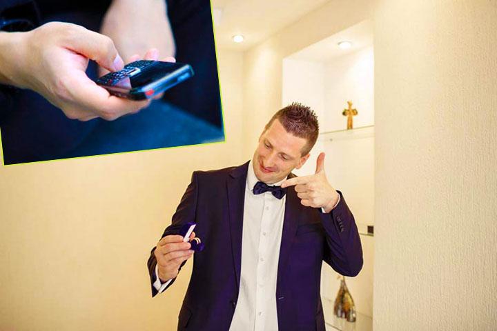 Жених с кольцами и телефоном