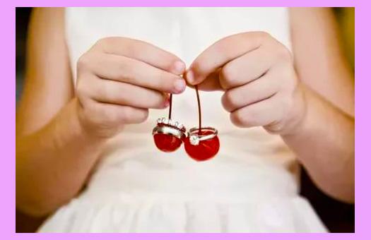 Невеста и украшения с ягодами