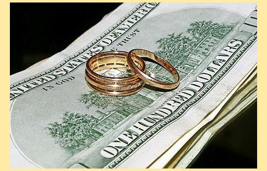 Свадебные кольца и деньги