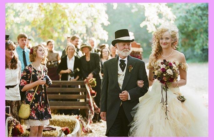 Отец ведет невесту