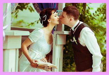 Молодожены и поцелуй