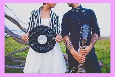 Жених и невеста в стиле рок
