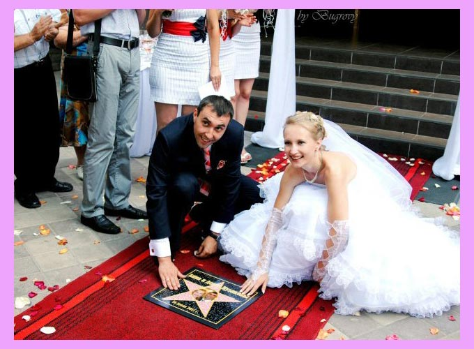 Молодожены и оскар звезда на свадьбе