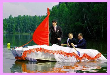 Жених на лодке с алыми парусами