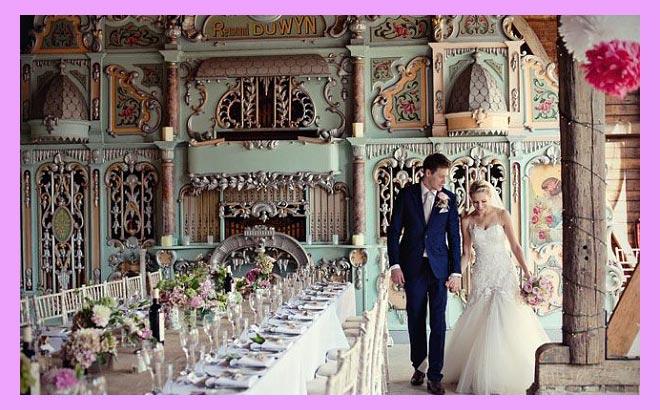 Жених и невеста в зале
