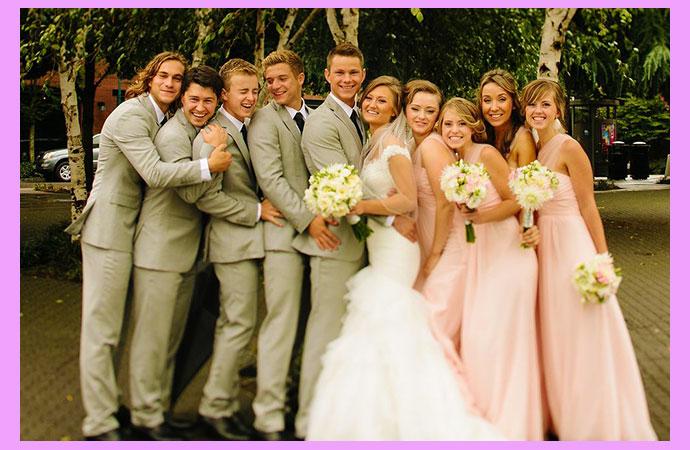 Жених и невеста с друзьями