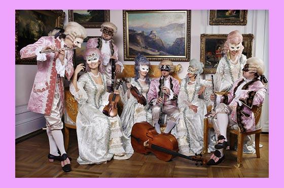 Костюмы и музыканты на свадьбе в стиле карнавал