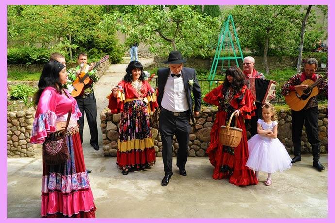 Образы и наряды цыганские
