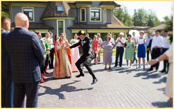 Жених танцует на конкурсе