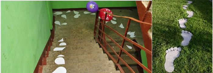 Трава и лестница со следами из бумаги