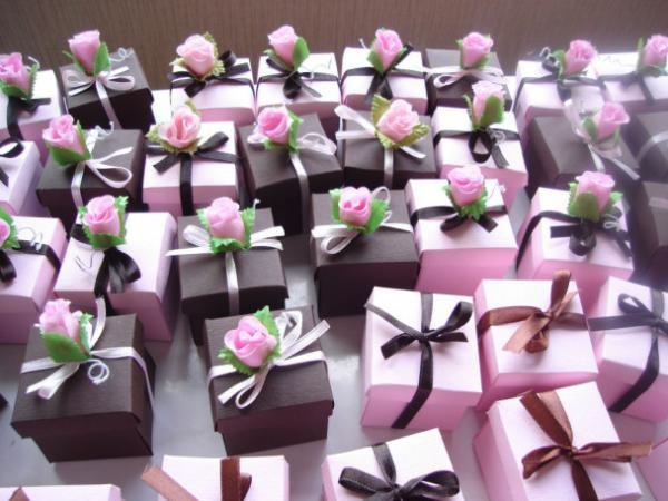 выбор коробочки бонборьерки для гостей