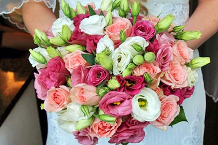 Букет невесты из роз и маков
