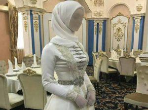 В мире свадебной моды все большую популярность приобретают цветные платья