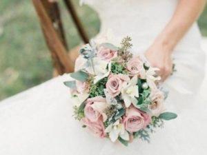 Чаще всего невеста бросает другой букет