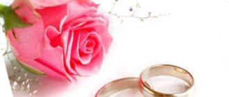 - комплект нижнего белья из шелка красных оттенков непременно порадует супругу;