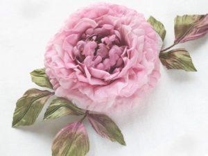 - текстура ткани такова, что изделия могут храниться длительное время, не теряя вида;