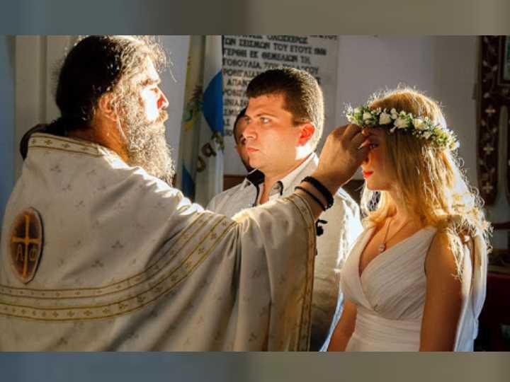 Сватовство - действо, в процессе которого две разных семьи договариваются между собой о свадьбе