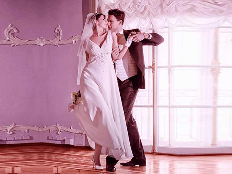 движения танца очень красивы и сексуальны