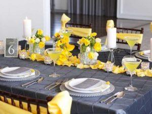 Строгий серый, уравновешенный активным и сочным желтым, символизирует оптимизм и веселый нрав новобрачных