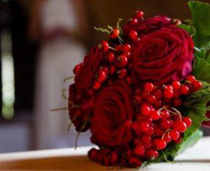 Композиции из тюльпанов чаще всего используют на весенних свадебных церемониях